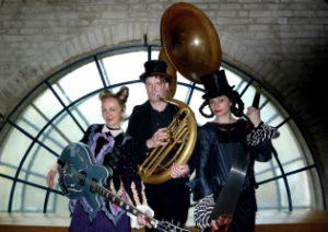 Atmen mit Königen. Konzert zum Tag der ungewöhnlichen Instrumente. @ Burg Henneberg im Alstertal | Hamburg | Hamburg | Deutschland