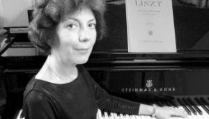 Klingstücke – Edda Blufarb spielt klassische Klaviersonaten @ Burg Henneberg im Alstertal | Hamburg | Hamburg | Deutschland