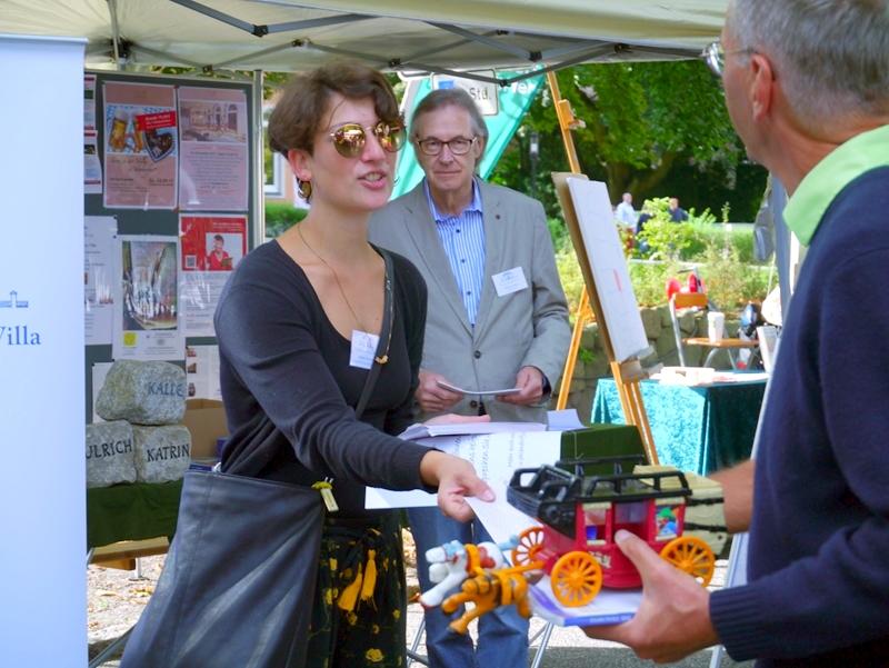 Stefania Santoro, Veranstaltungsmanagerin der Stiftung, in Aktion beim Stadtteilfest